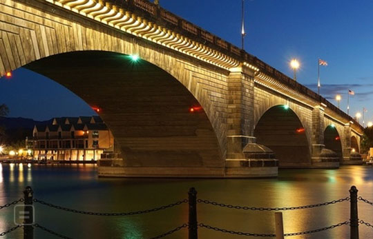 The Original London Bridge Now Lives In The United States P The London Bridge Stood Over The River Thames For 130 Years Until The Early 1960s It